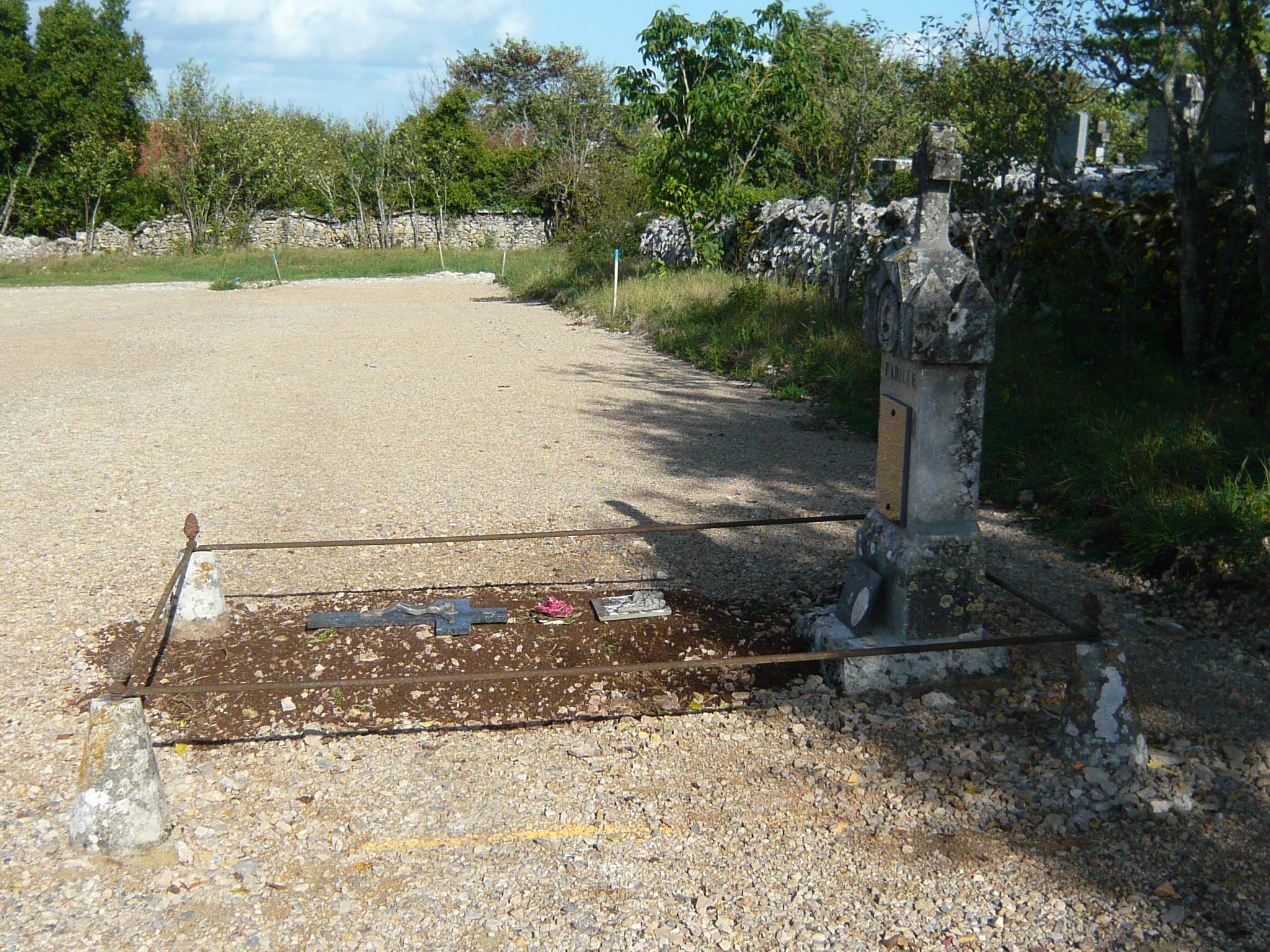 La première tombe, transfert du cimetière ancien