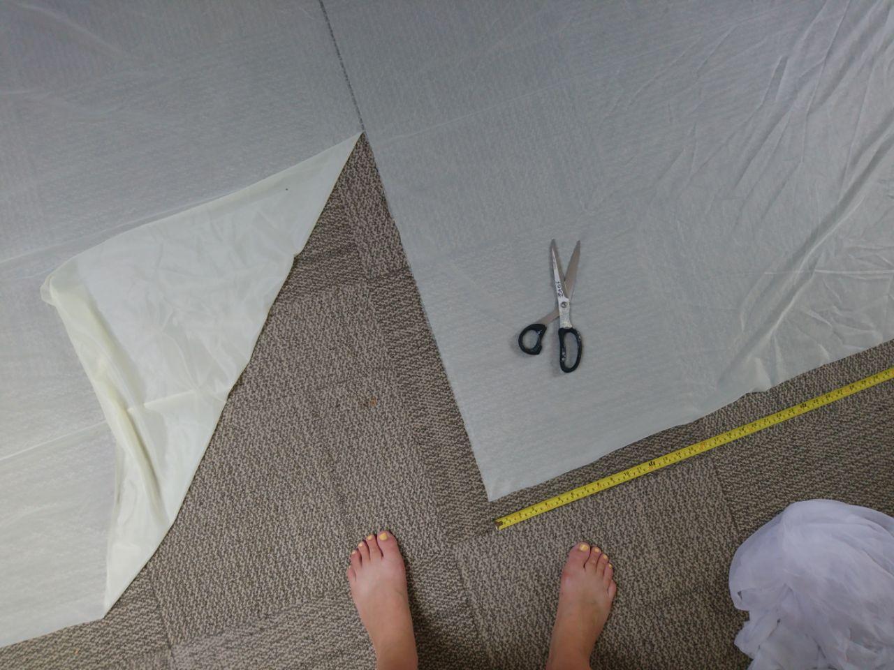 Cutting fabric for my Mushroom, MOAM x Paradiso