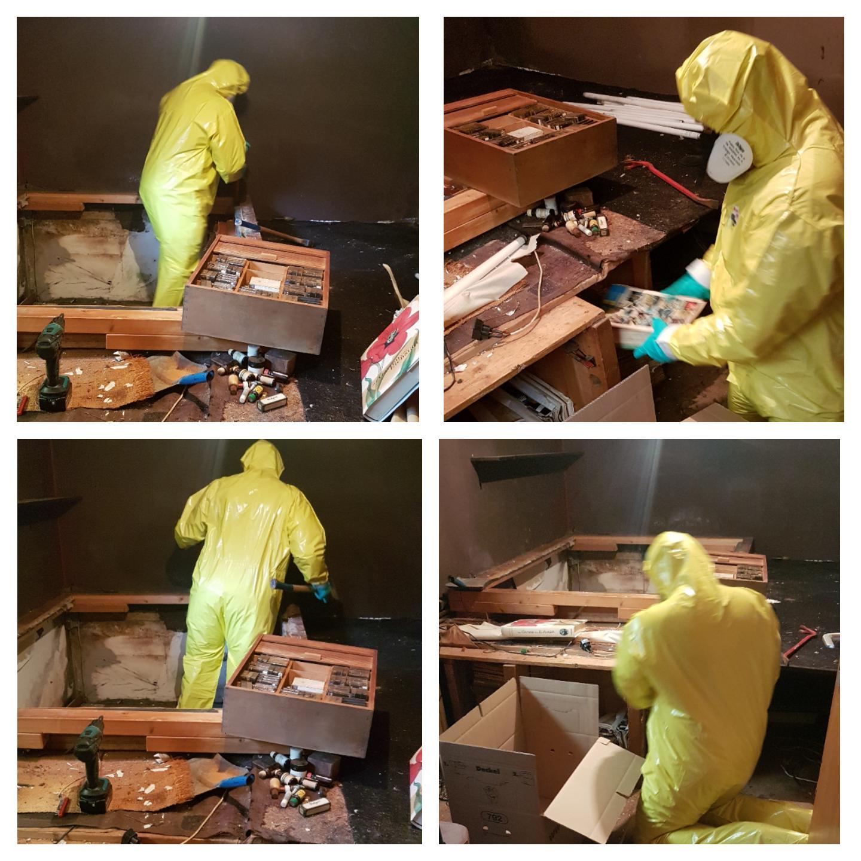Demontage einer fest verbauten Holzkonstruktion in einem stark Schimmel belasteten Raum
