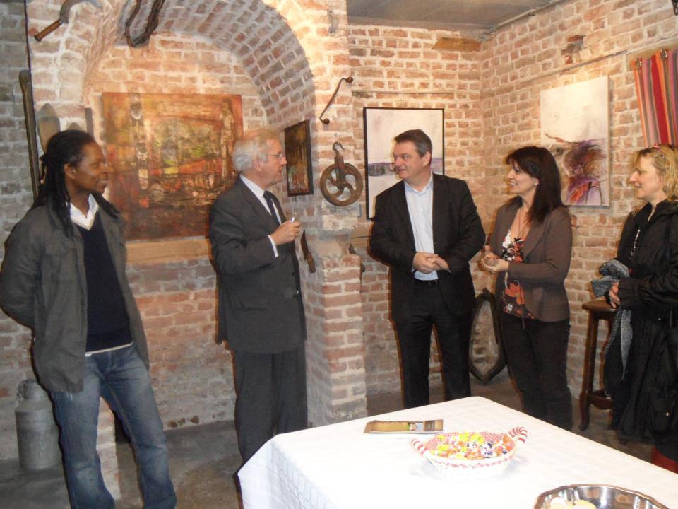 Visite du député Jérôme Bignon pour l'expo de peintures de Emmanuel Kavi