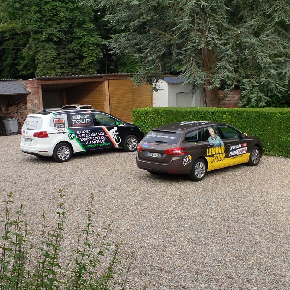 La caravane du Tour de France passe au Château