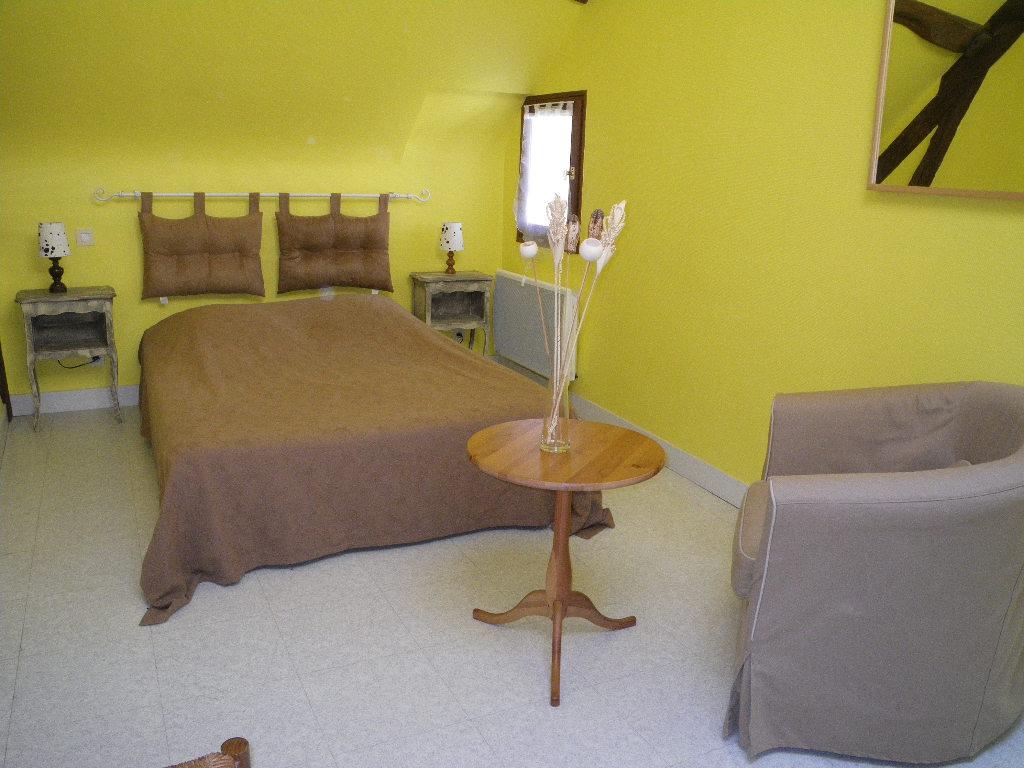 Chambre avec lit double (accessible par l'escalier de droite)