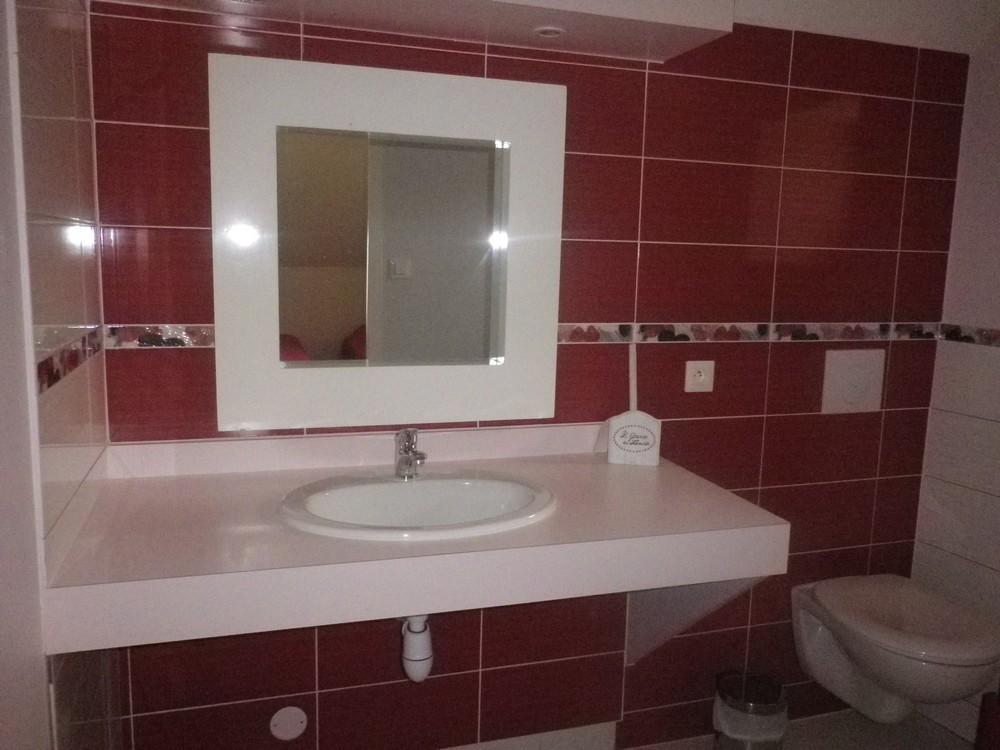 Salle de bain attenante à la chambre