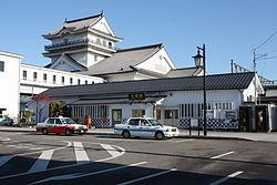 お城を模したJR亘理駅前の風景