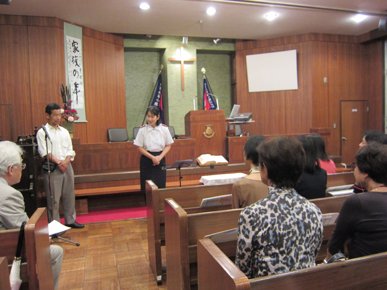 恵比寿救世軍渋谷小隊の寺澤さんのご挨拶。合唱団にもエールを頂戴しました。