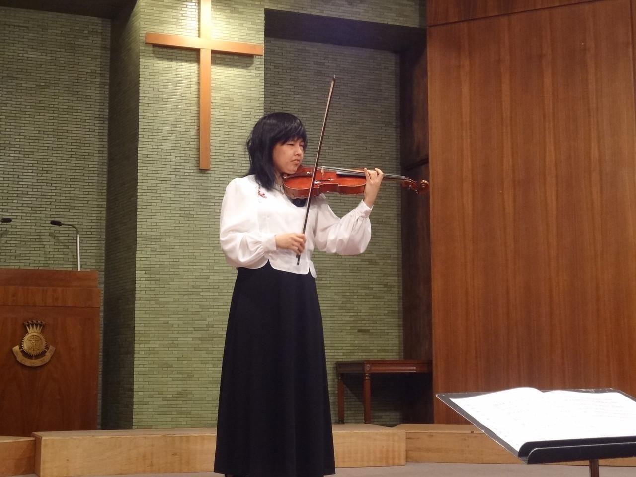 荒木唯子さんのヴァイオリン演奏。