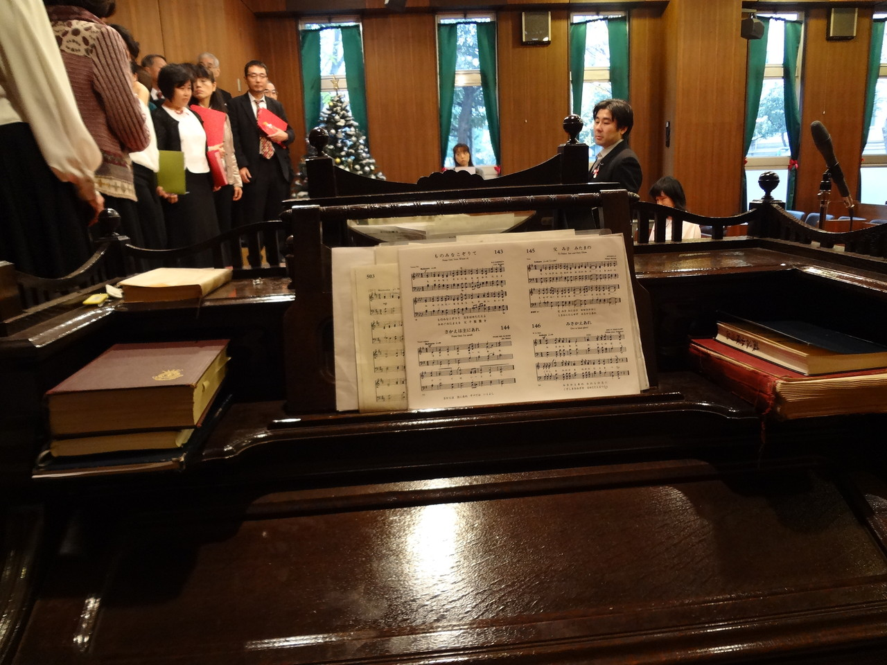 歴史あるオルガンと楽譜