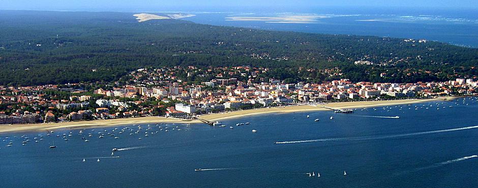 Arcachon plage et la dune du Pilat en arrière-plan, à 30 mn de Bordeaux