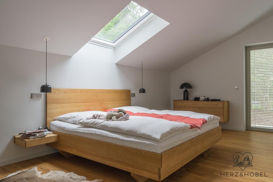Schlafen | Bett | Eiche massiv | Oberfläche geölt | Herz & Hobel | Schreinerei München