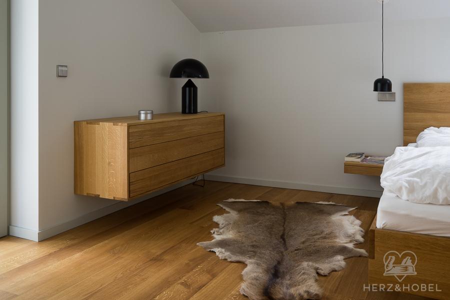 Schlafen | Wäschekommode | Bett | Eiche massiv | Oberfläche geölt | Herz & Hobel | Schreinerei München