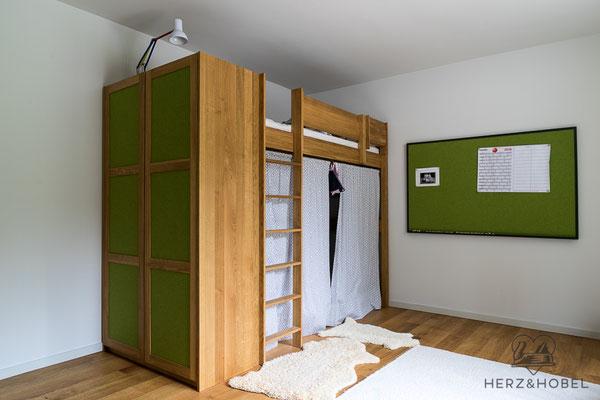 Kinderzimmer | Hochbett | Kleiderschrank | Eiche massiv | Oberfläche geölt | Fronten mit Wollfilzfüllung | Herz & Hobel | Schreinerei München