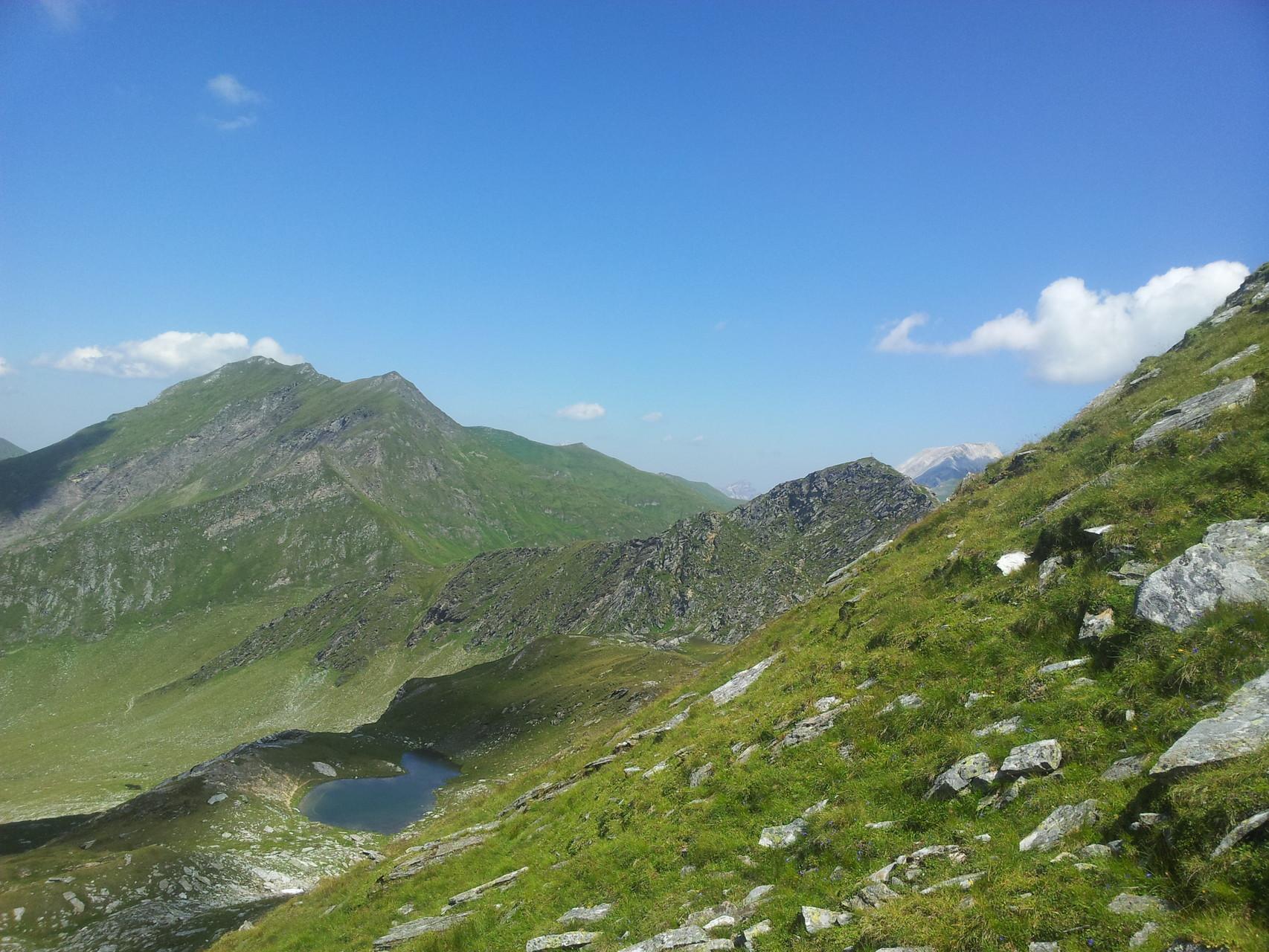 ...die angrenzenden Gipfel...