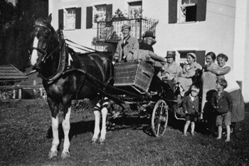 Die Gäste wurden damals mit der Kutsche am Bahnhof abgeholt.