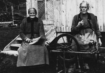 Urgroßmutter Johanna mit Schwester, 1928