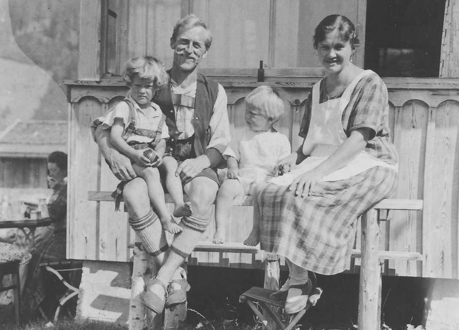 Hans und Frieda Gschwender mit Helmut und Siegfried, 1929