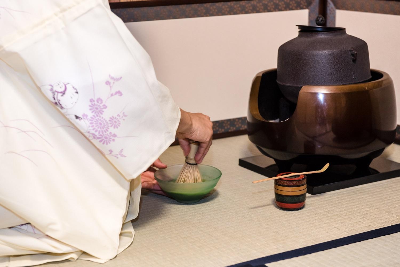 境内の茶室で茶道体験、身も心もすっきり!