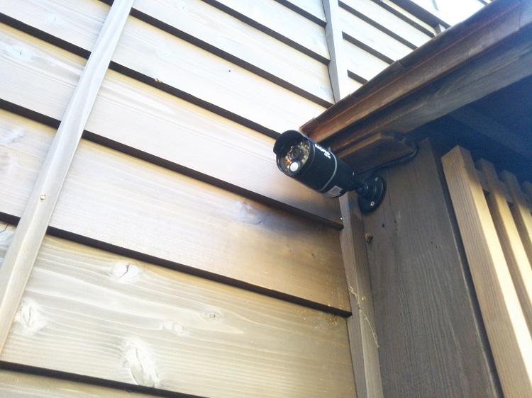 玄関先の防犯カメラ