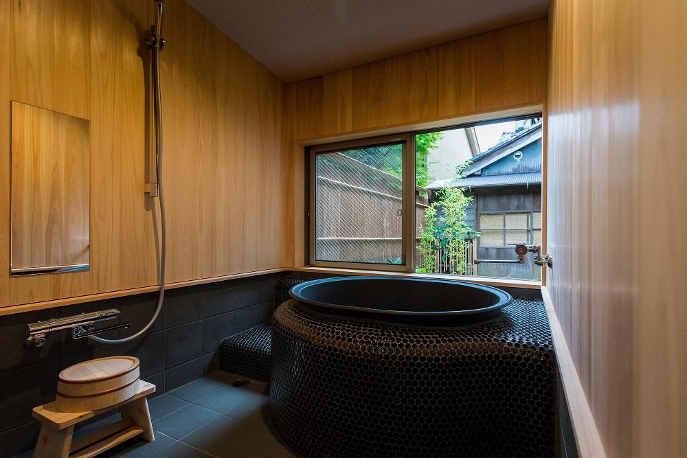 庭を眺めながら五右衛門風呂に浸かるたのしみ「蒼風庵」