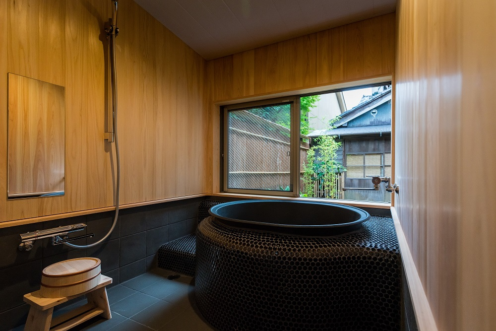 「蒼風庵」では五右衛門風呂に浸かって日頃の疲れをいやしましょう