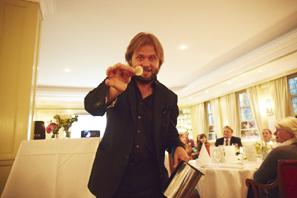 Magie für einen guten Zweck - Christian Knudsen, Zauberer in Hamburg