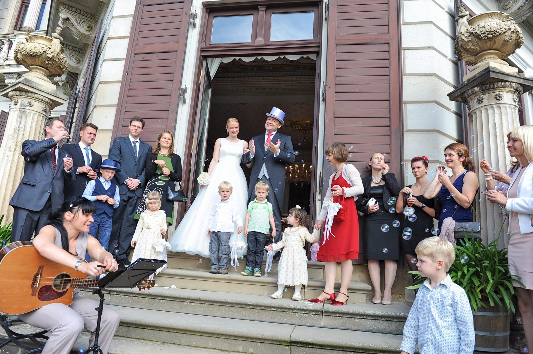 Nach der Zeremonie im Schloss Albrechtsberg
