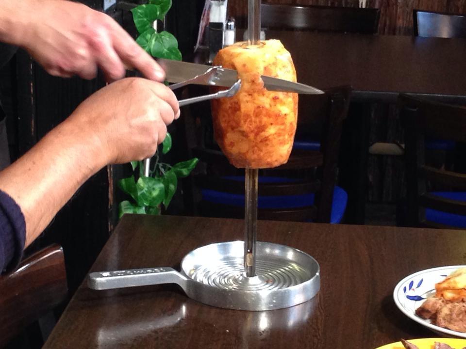 シュハスコの〆はシナモンをまぶして焼いたパイナップル