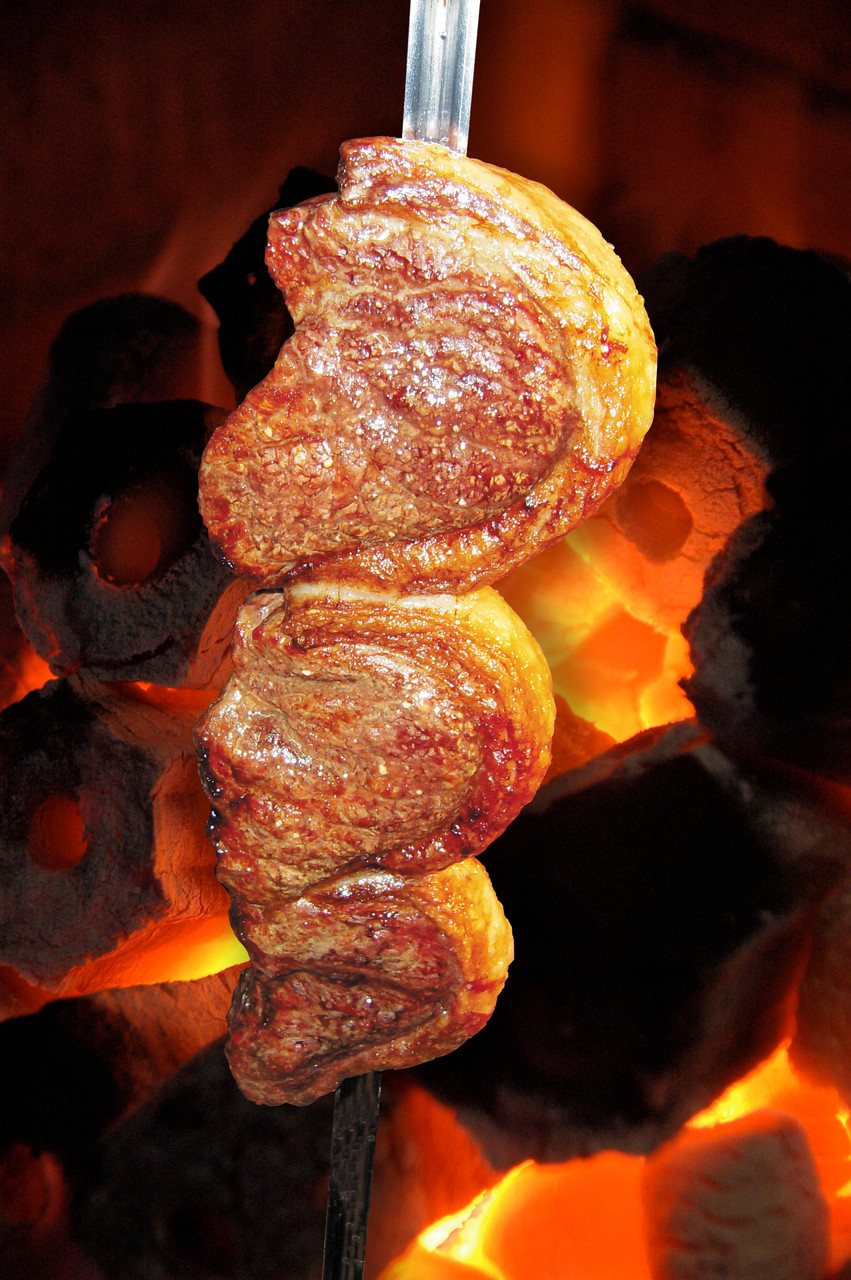 Choupana のシュハスコはレンガの炉で炭火焼