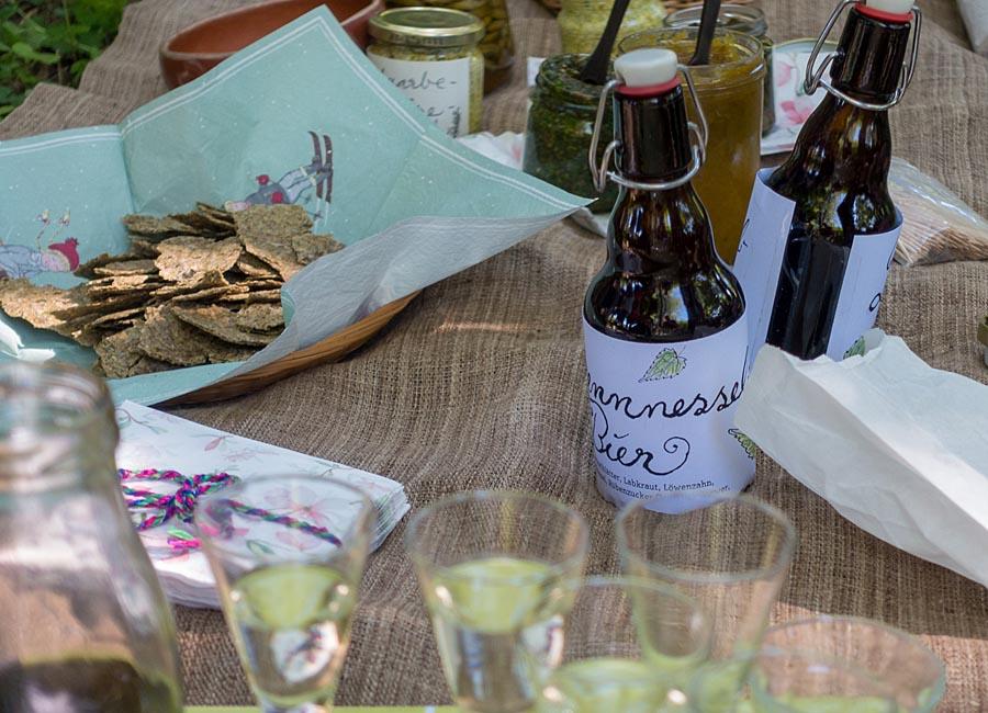 Kräuterknäckebrot, Brennnesselbier, Foto Jim Martin