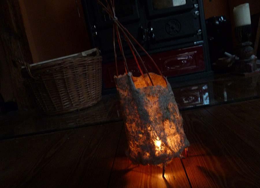 Lampenschirm über einer Kerze