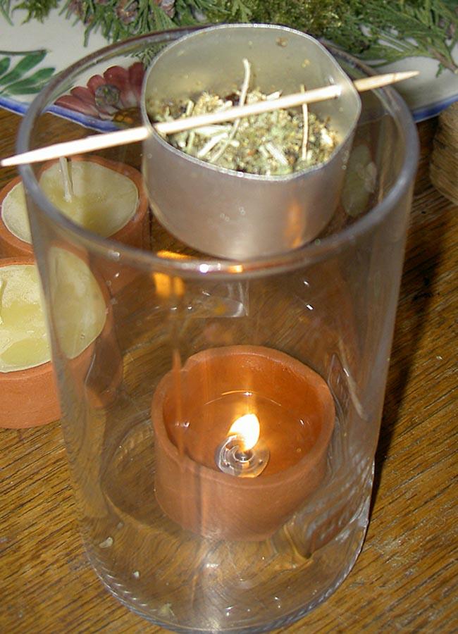 Räuchergefäß aus Teelicht-Aluschale und Zahnstocher