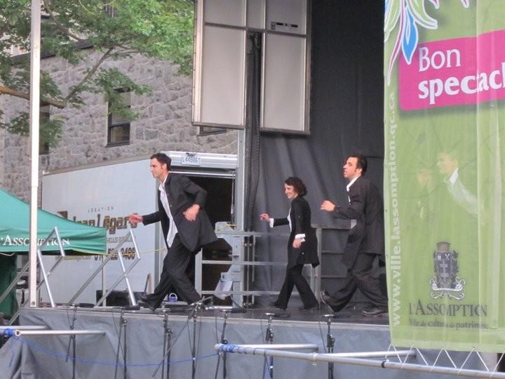 Pendant un spectacle de danse percussive au Quartier des arts de L'Assomption