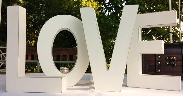 Bild: LOVE im Schulauer Fährhaus mit A.M.G-Freie Rednerin