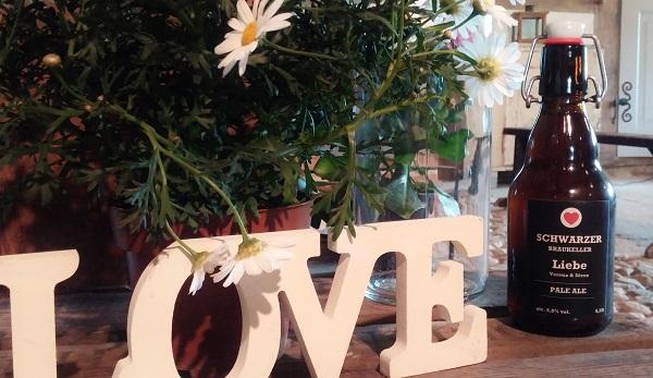 Bild: LOVE mit AMG-FREIE REDNERIN Antonia M. Grunert