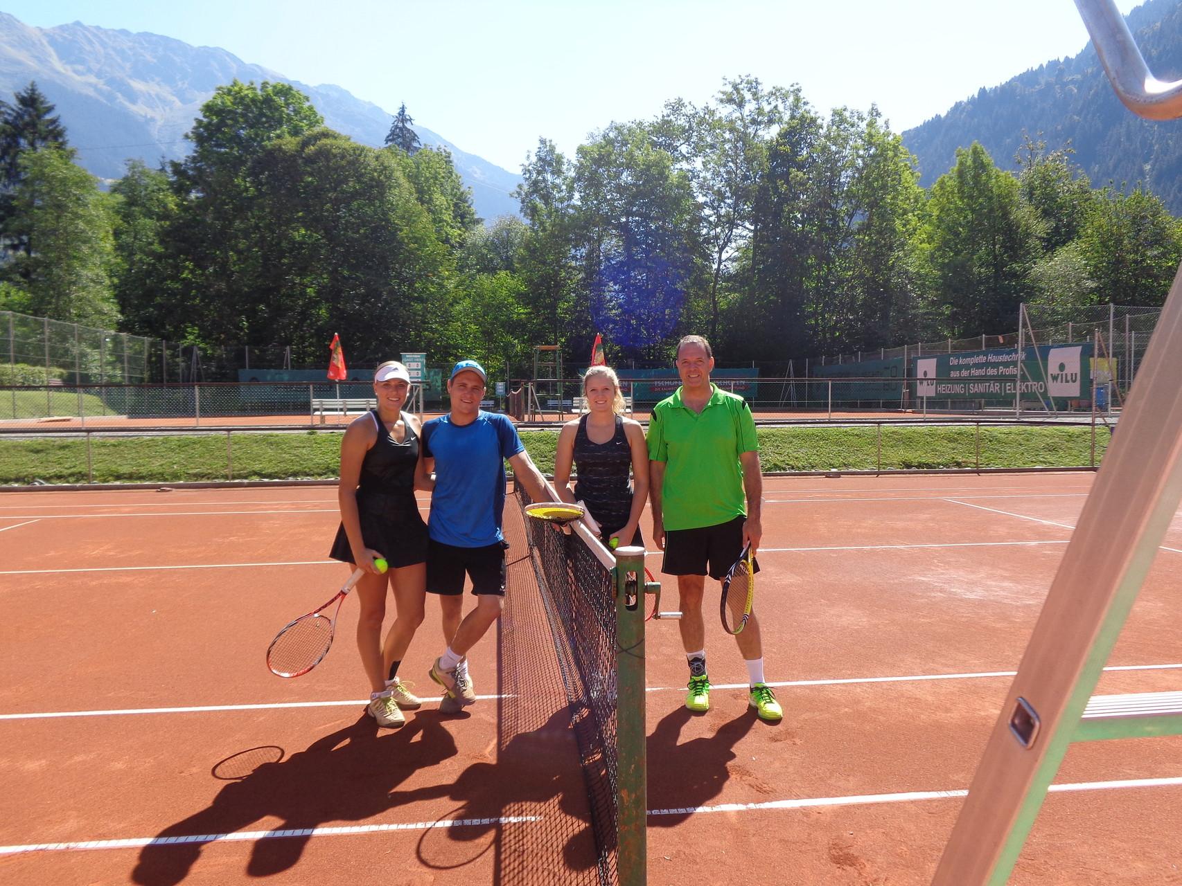 Mixed- Doppel Sieger Fabienne Rippl+Andreas Wörz (links) mit Lisa+Peter Türtscher