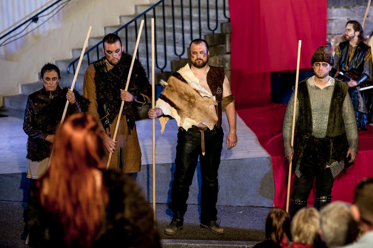2014: Hunne in Die Nibelungen