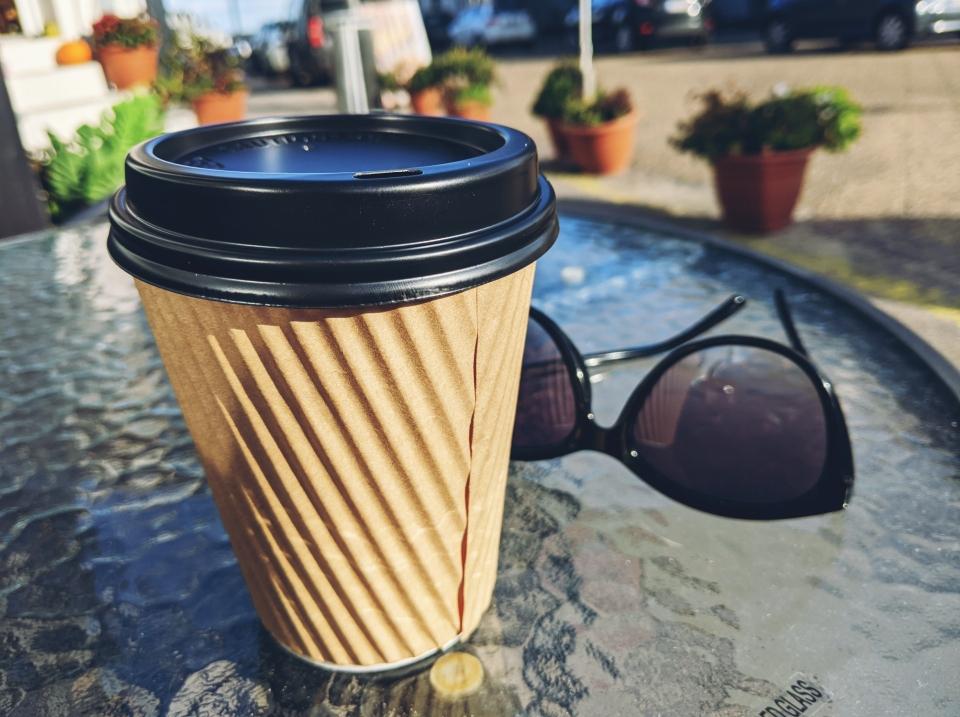 Blog schreiben bei einem leckeren Chai-Latte