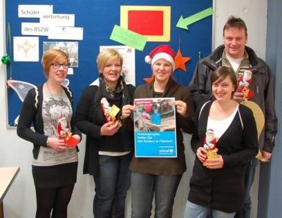 von links nach rechts: Anna-Lena Schadwinkel (FOS 12), Kerstin Siegel (Betreuungslehrerin), Lara Vogelsberg (Konditoren), Julia Rau (FOS 12), Konstantin Brandwitte (Betreuungslehrer)