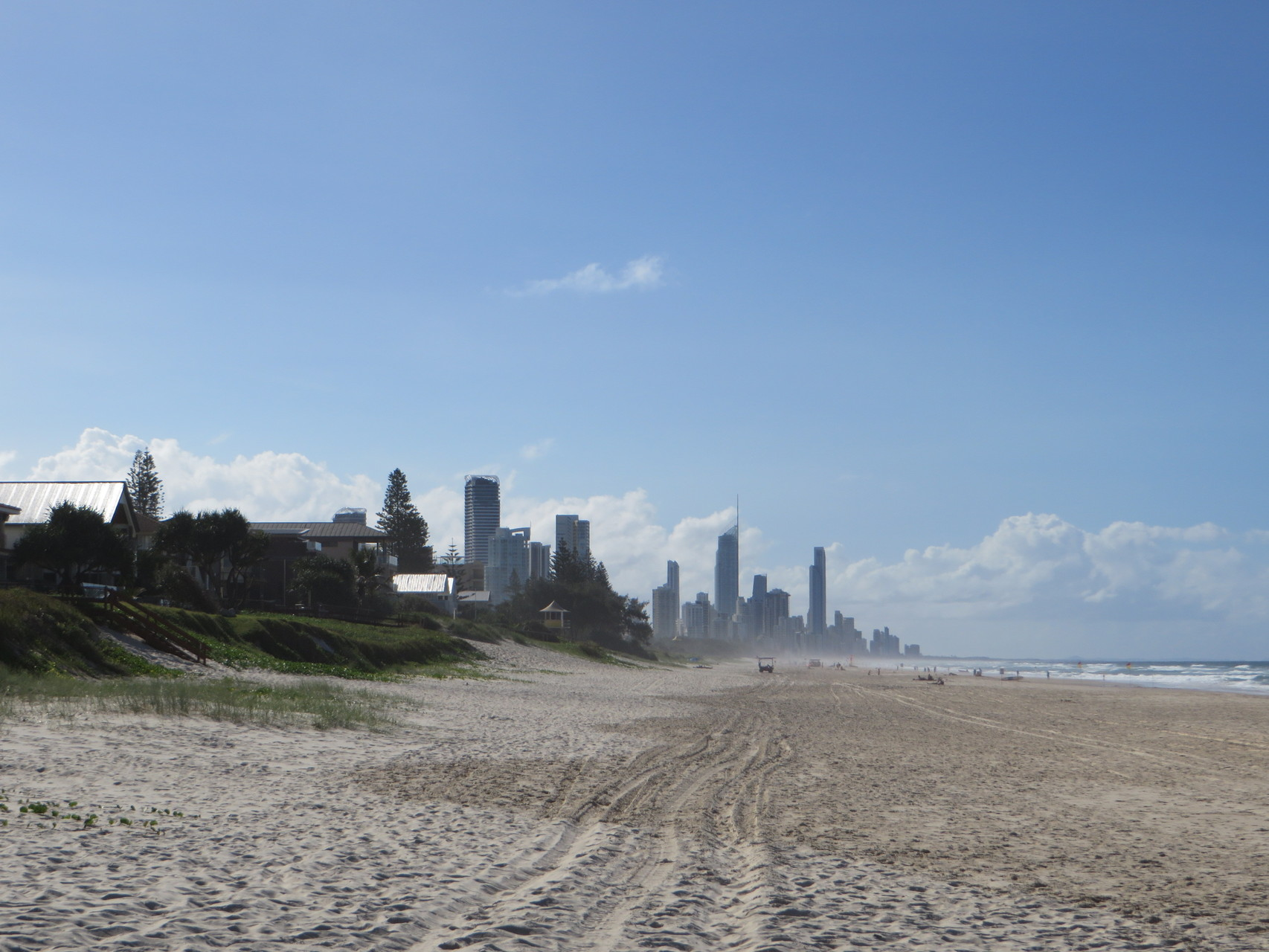In weiter Ferne: Surfers Paradise.