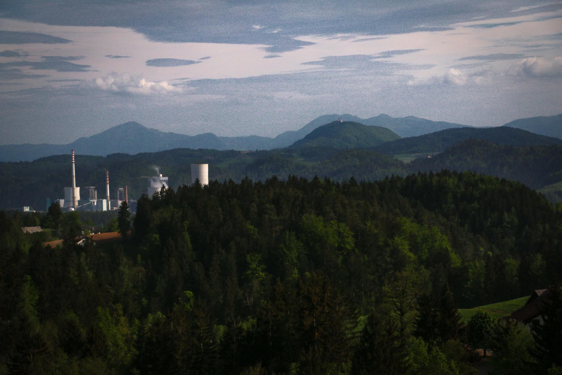 Schönes Panorama mit Kraftwerk