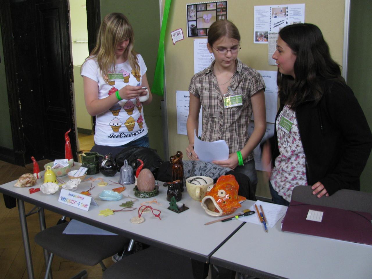 Annabell, Katharina & Darleen vertraten die Schülerfirma beim Markt der Möglichkeiten in Halle