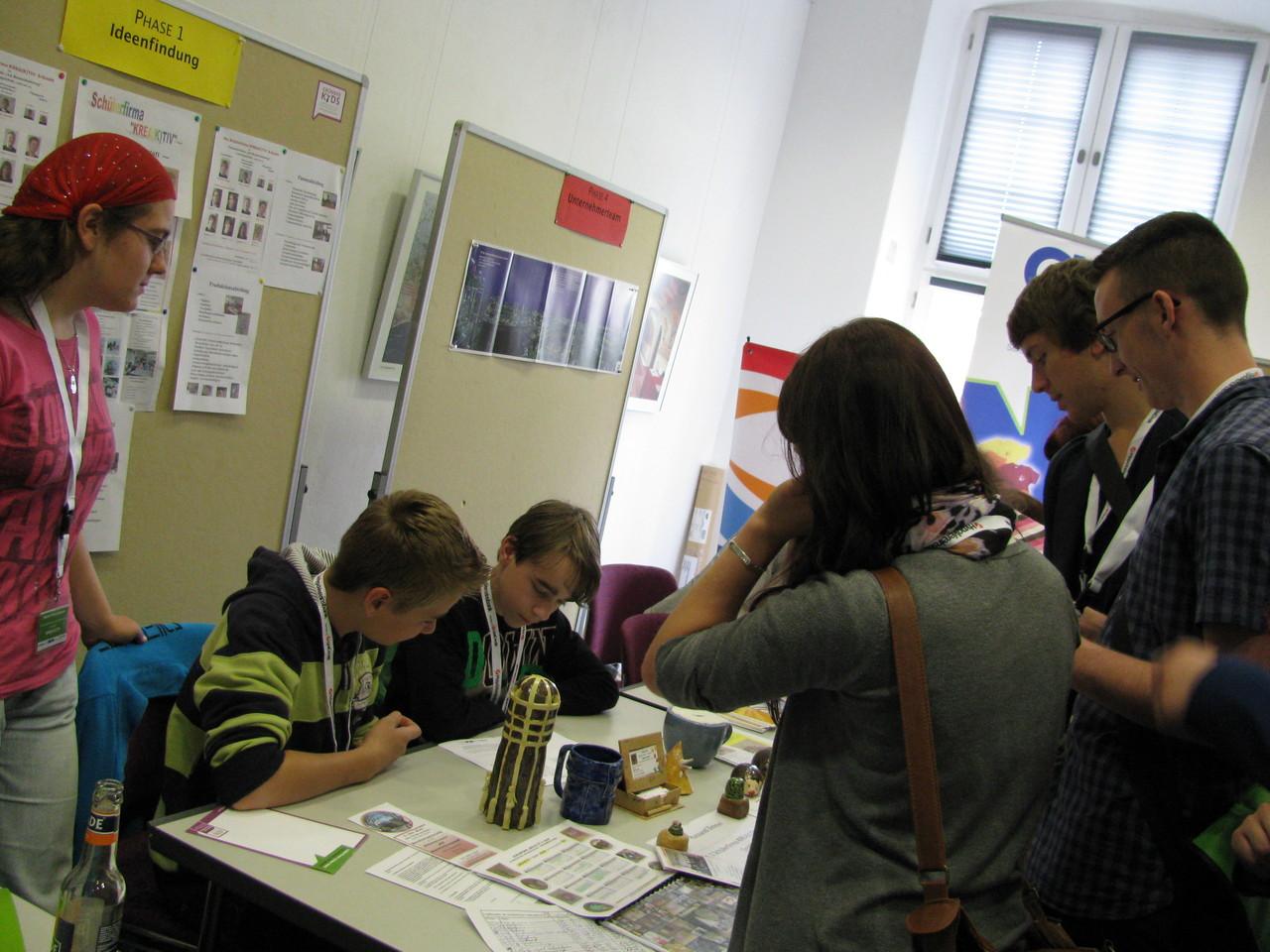Sarah, Colin und Jonas prüfen die Ideenfindungen...
