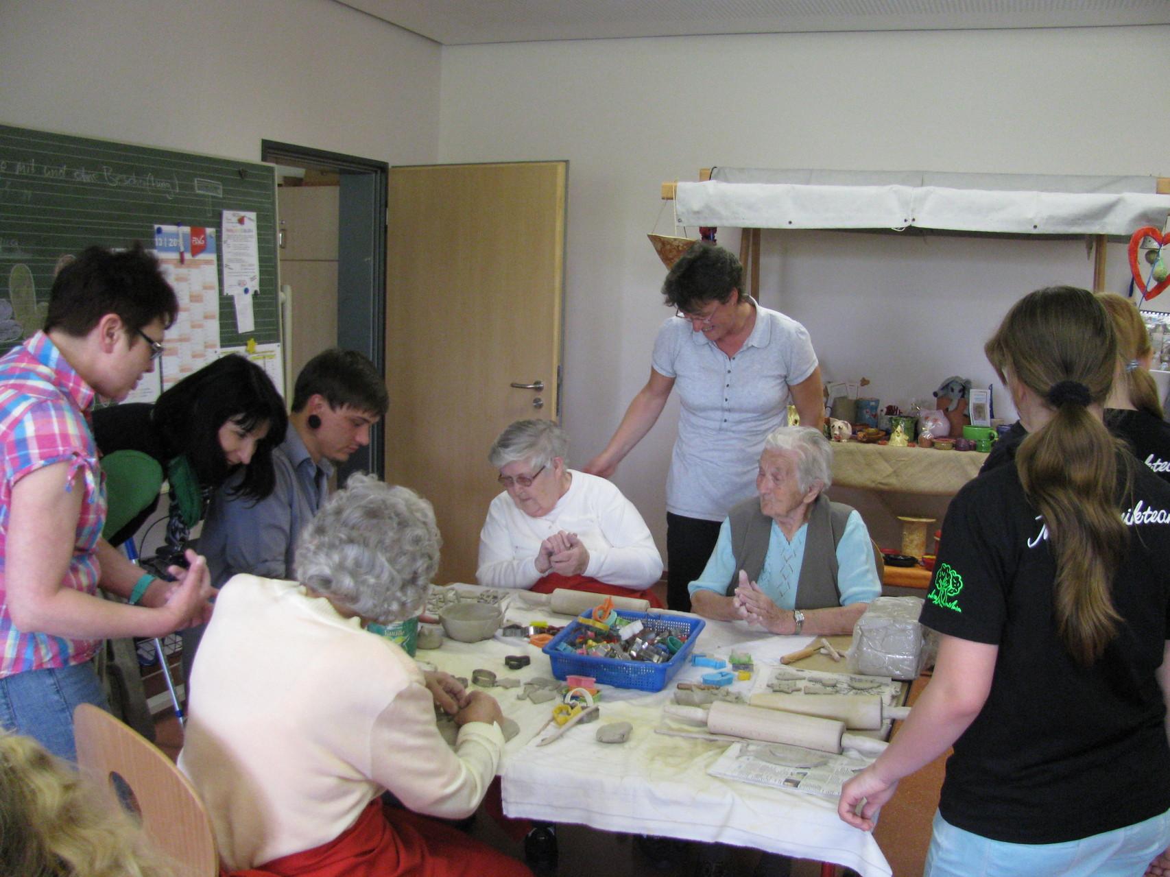 Besonders intensiv unterstützte heute Lukas die Senioren