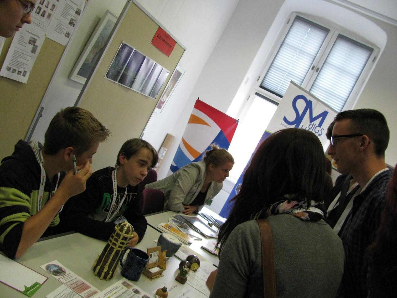 ...diskutieren sie dann mit den Teilnehmern & und gute Iden bekommen von ihnen einen Stempel