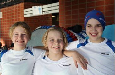 Hier die drei Schwimmerinnen des Jahrgangs 2007 Lentje, Janne Nell, Lene