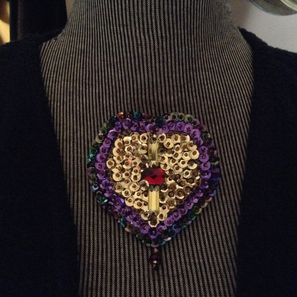 Broche Sequins Or & Rubis