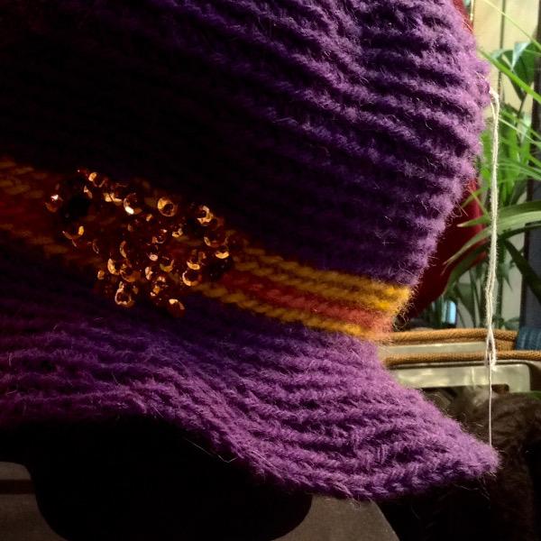 Cloche violette Noeud brodé Sequins Perles
