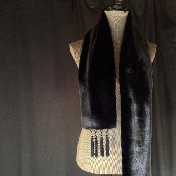 Echarpe FFur noire frangée