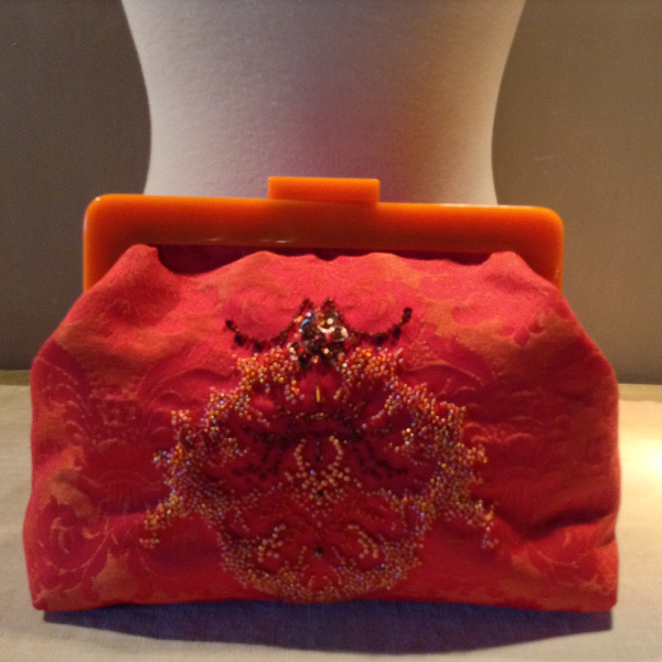"Clutch ""Orange"" brodé Perles"