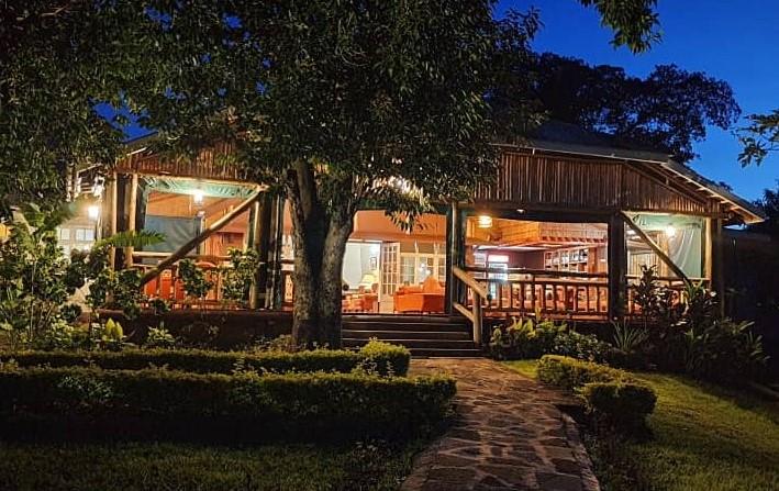 Twin-Lakes-Safari-Lodge.jpg