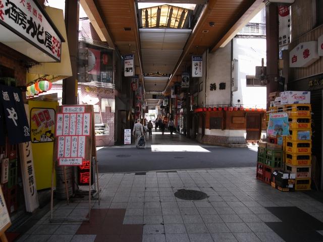 大阪駅から東へ歩き 阪急東通り商店街を抜けていくと・・・